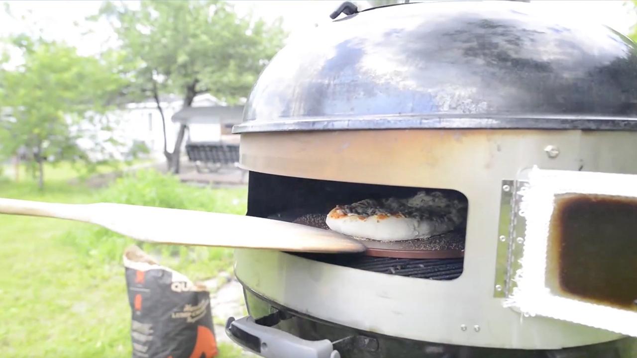 Comment créer un four à pizza avec son BBQ