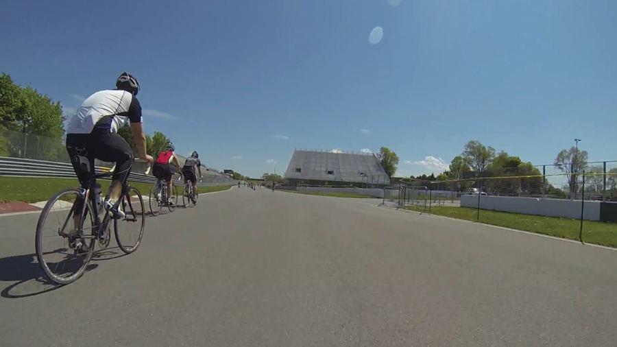 Faire du vélo sur le circuit de formule 1 Gilles Villeneuve