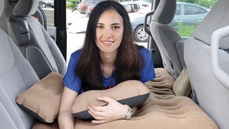 Le lit gonflable conçu pour la voiture
