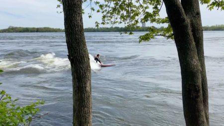 apprenez a surfer en plein coeur de montreal