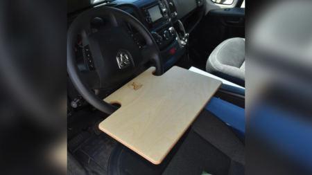 Accessoire pratique pour manger en voiture