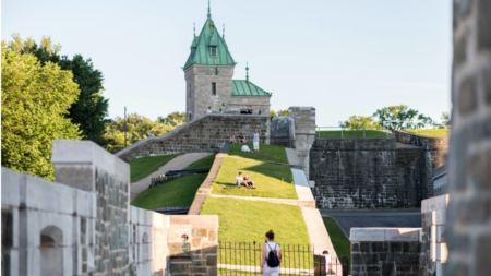 uN parc caché sur les fortifications de la ville de Québec